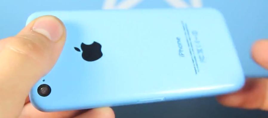 айфон 5c в руке